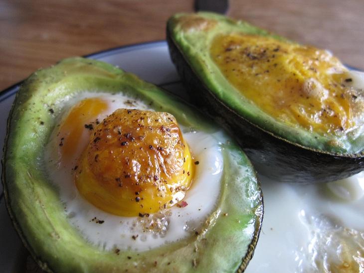 Baked Egg in Avocado – NotHemingway